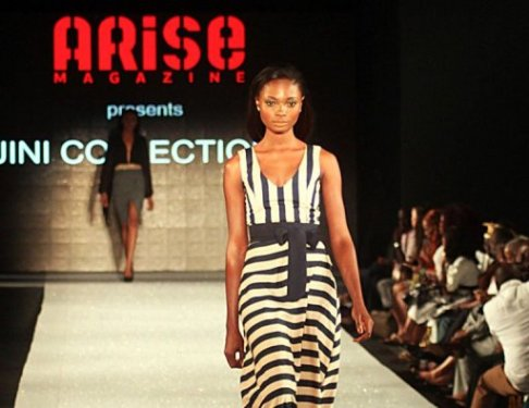 Déflié de mode pour la collection Jini lors de l'Arise Magazine Fashion Week à Lagos, le 3 mars 201